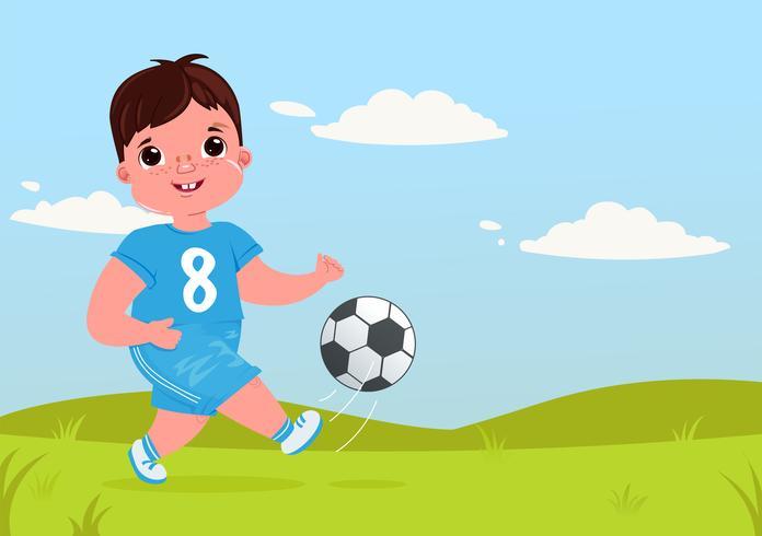 Ragazza sveglia del ragazzo che gioca a calcio con un pallone da