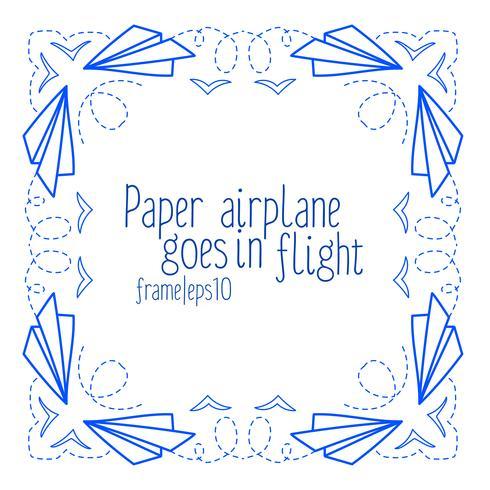 Cadre avec des avions en papier et voler