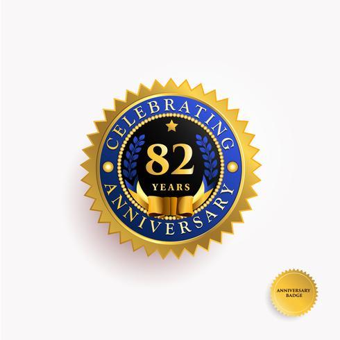 Años de Aniversario Insignia de Oro vector