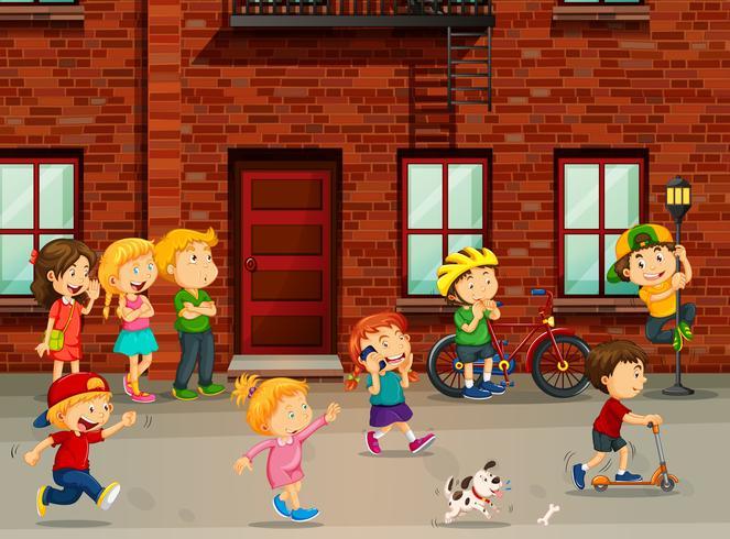 Kinder spielen auf der Straße