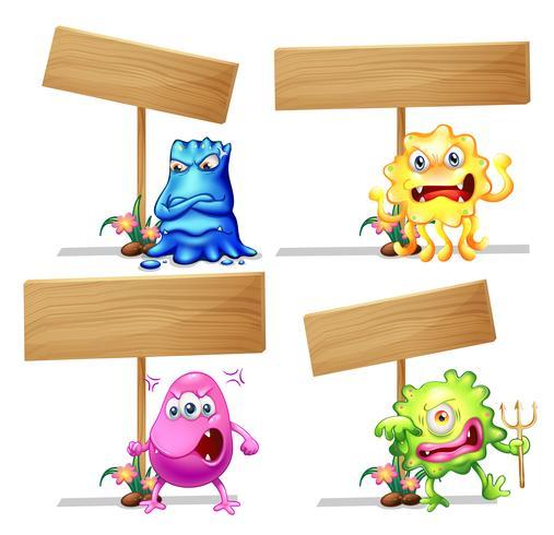 Monstruos con carteles de madera.