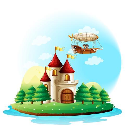 Twee kinderen rijden in een vliegtuig boven het kasteel