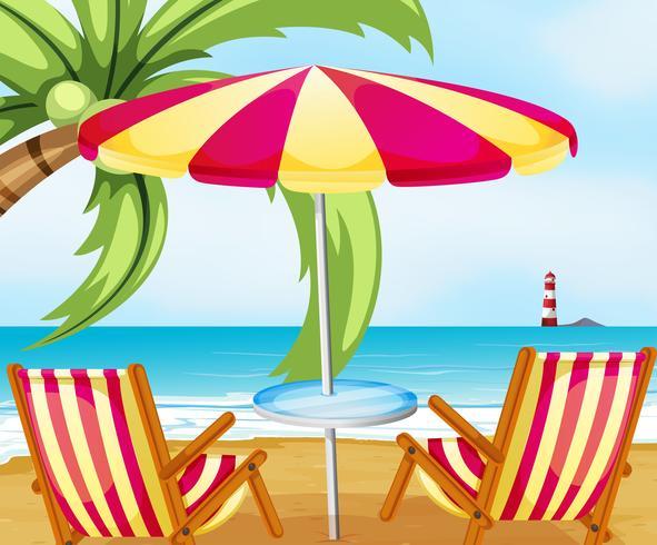 Een stoel en een paraplu op het strand