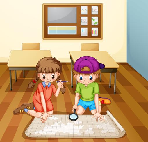 Kinderen die kaart in klaslokaal lezen
