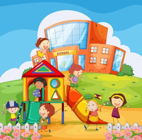 Kinderen spelen op de speelplaats van de school