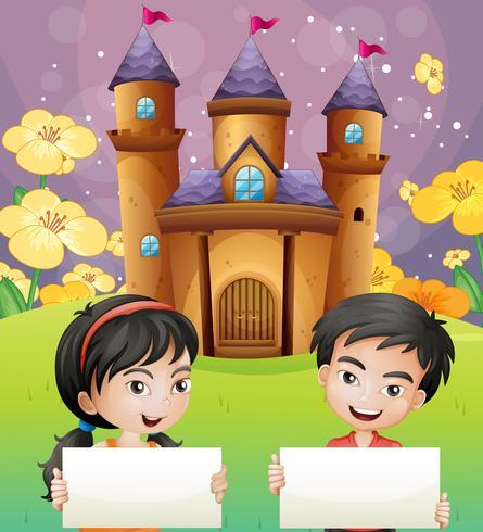 Dos niños con señalizaciones vacías de pie frente al castillo. vector