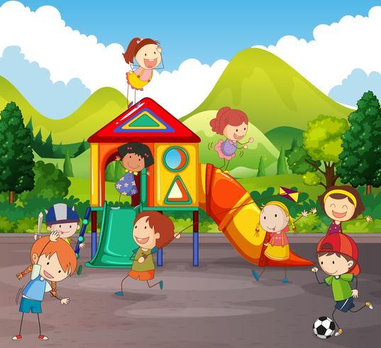 Molti bambini che giocano nel parco giochi vettore