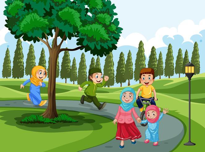 Familia musulmana en el parque