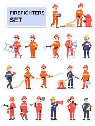Conjunto de bomberos haciendo su trabajo. vector