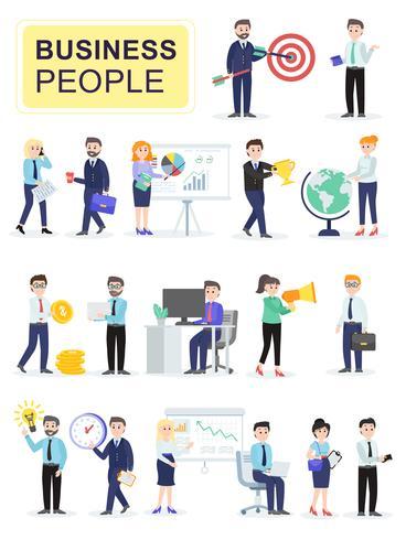 Satz männliche und weibliche Büroangestellte, die miteinander sprechen