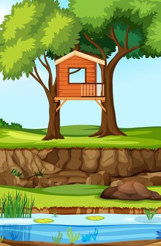 Casa sull'albero in natura