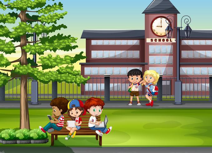 Kinderen die op school rondhangen