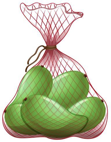 Mangos verdes en bolsa de red.