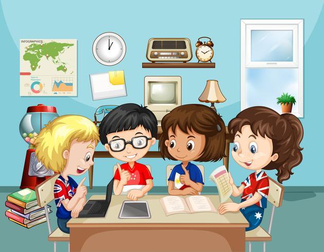 Niños estudiando en el aula.