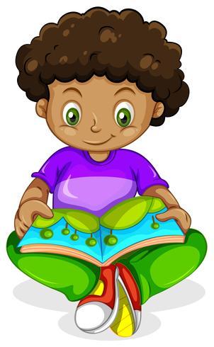 Livre de lecture d'un garçon africain noir