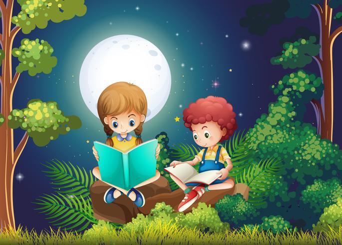 Jungen- und Mädchenlesebücher im Wald nachts