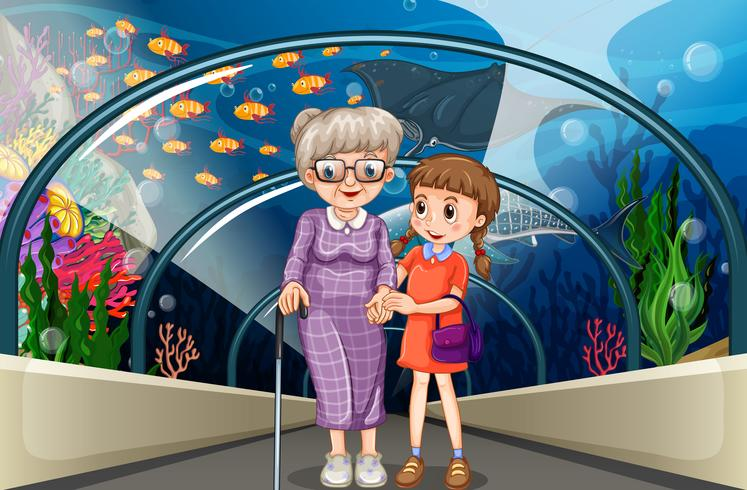 Farmor och barn på akvariet