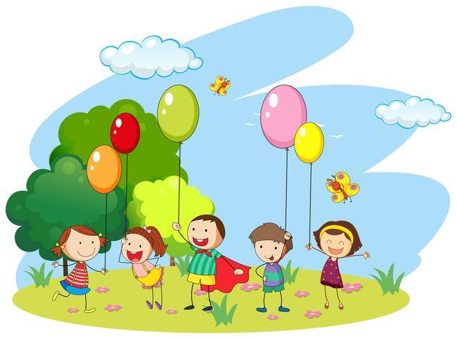 Muitas crianças jogando balões no campo