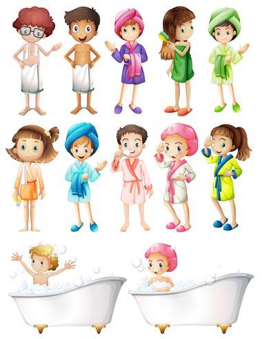 Gelukkige kinderen in badjas
