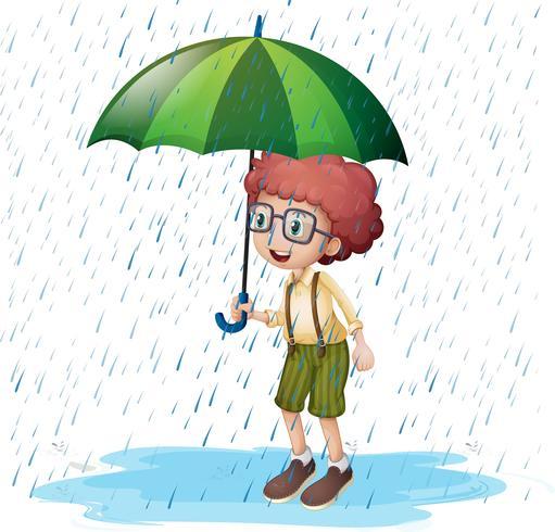 Petit garçon debout sous la pluie