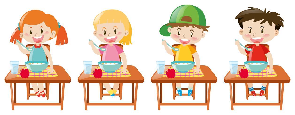 Vier kleine Kinder frühstücken