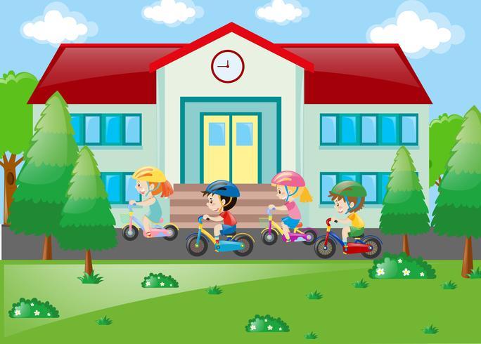 Alunos andando de bicicleta para a escola