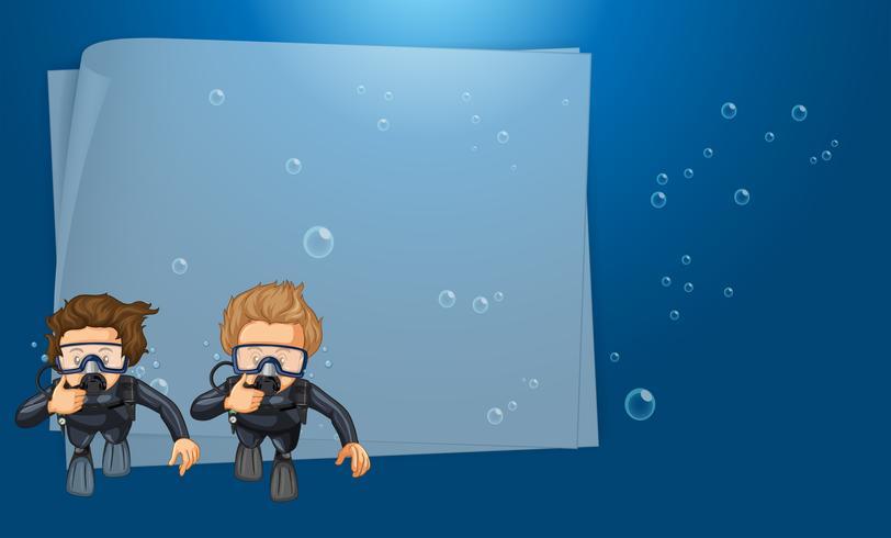 Papper mall med dykare i havet