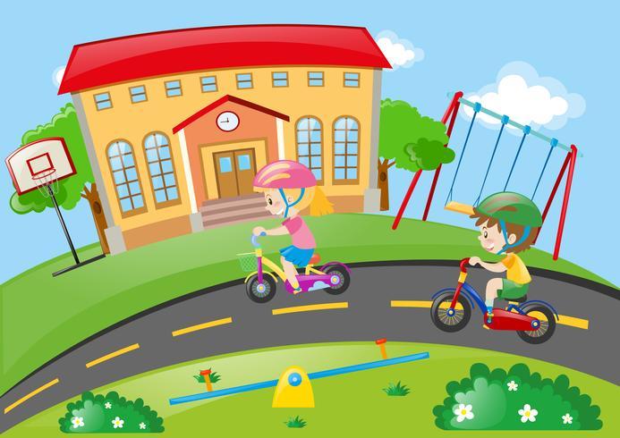 Pojke och tjej cyklar i parken