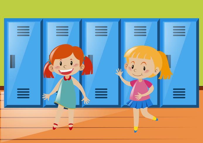 Due ragazze davanti agli armadietti