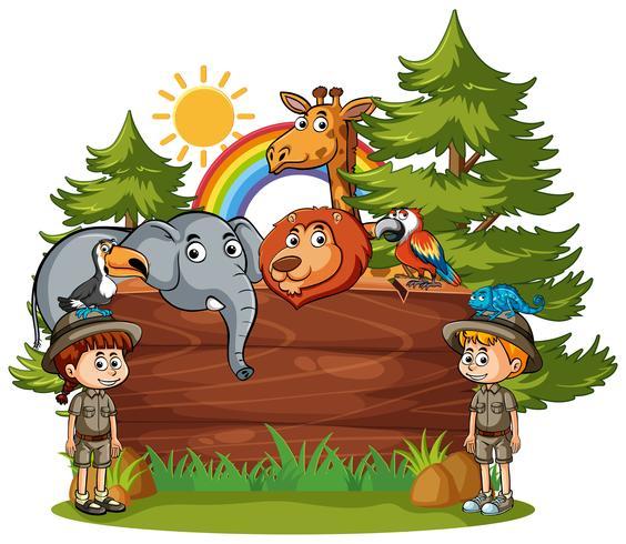 Plantilla de cartel de madera con niños y animales.