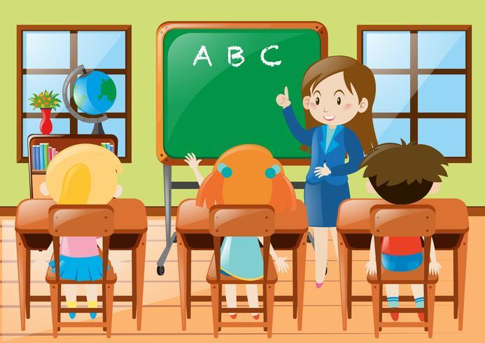 Insegnante che insegna agli studenti della scuola materna in classe