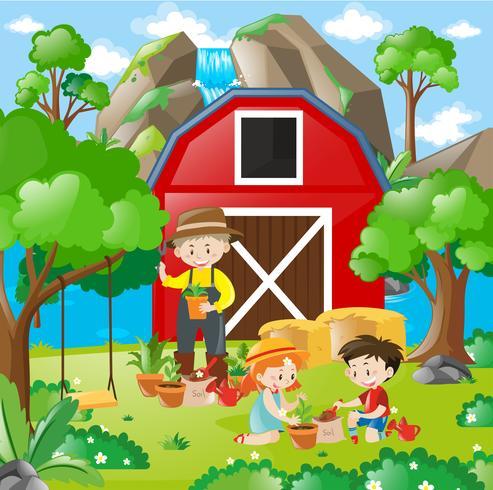 Enfants plantant un arbre dans le jardin