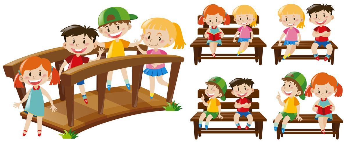 Lyckliga barn på sittplatser och broar