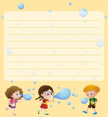 Papierschablone mit den Kindern, die Luftblasen spielen