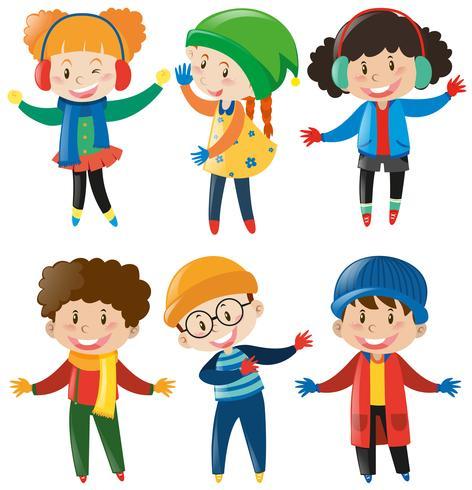 Glückliche Kinder in Winterkleidung