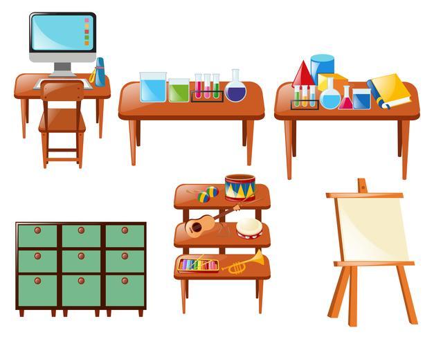 Olika skolobjekt på bordet
