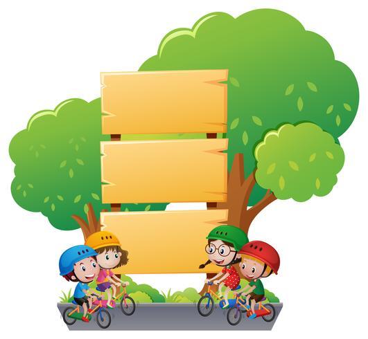 Holzschildschablone mit Kindern auf Fahrrad