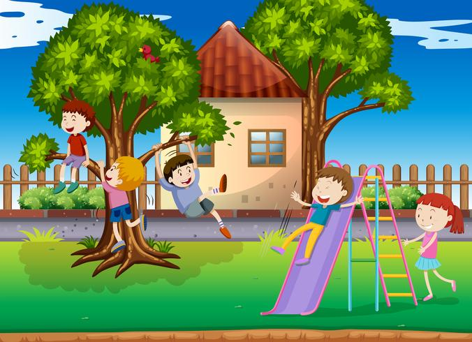 Enfants jouant au toboggan dans la cour de récréation vecteur