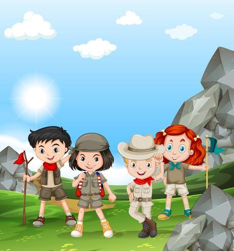 Enfants campant sur le terrain vecteur