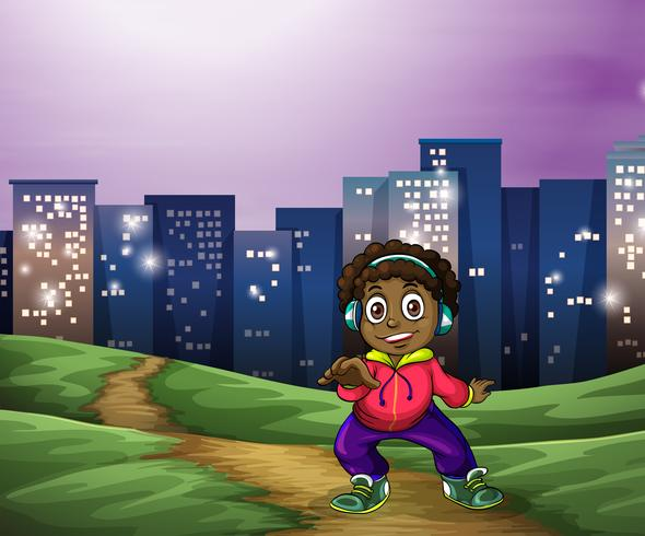 En svart man dansar över de höga byggnaderna
