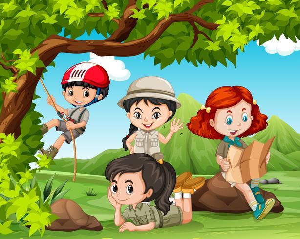 Kinderen kamperen in het park
