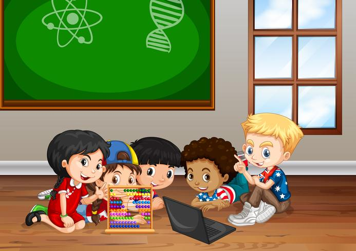 Bambini che lavorano in classe