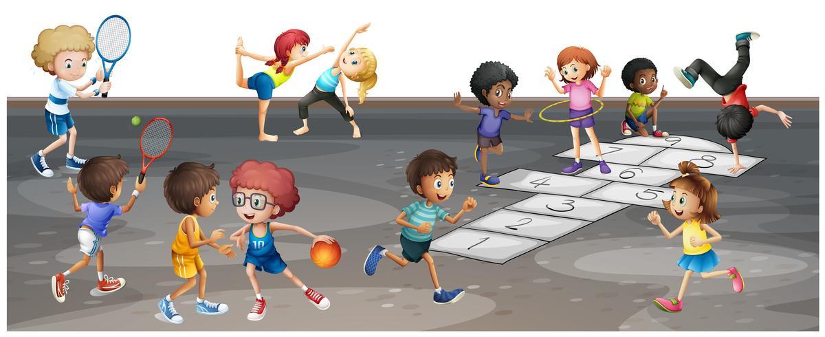 Muitas crianças jogando esportes diferentes