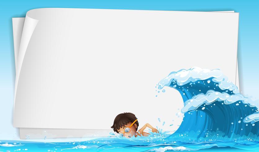 Gränsmall med pojke som simmar i havet