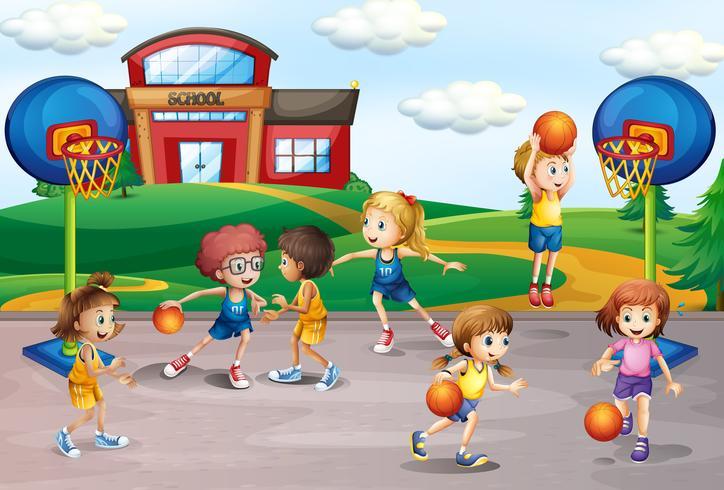 Alunos jogando basquete na educação física
