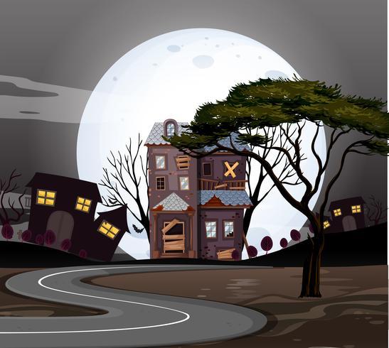 Spookhuizen op de weg in de nacht