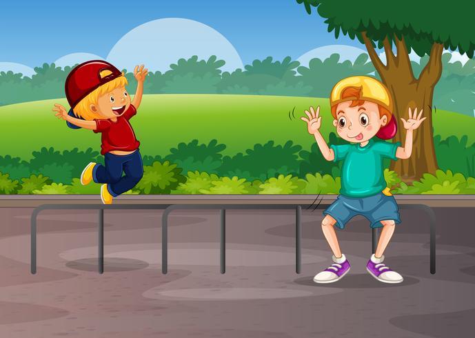 Dois meninos, tocando, estrada