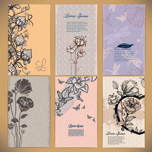 Conjunto de cartões vintage com flores, bagas, borboletas e libélulas, feitas em estilo retro vetor
