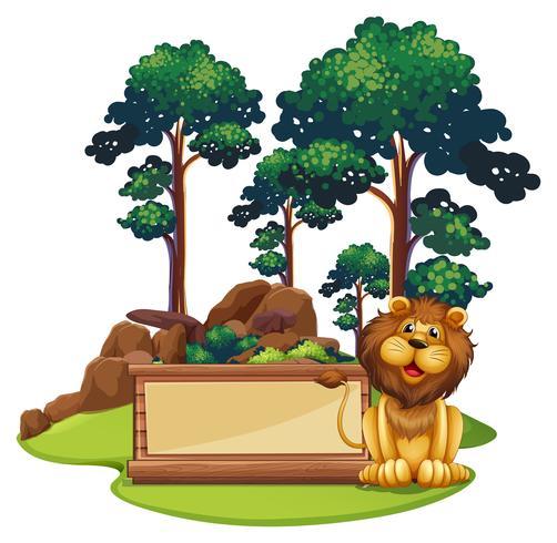 Firmi il modello con il leone selvaggio in foresta