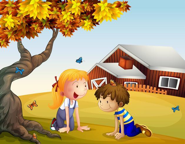 Kinder, die mit den Schmetterlingen nahe einem großen Baum spielen